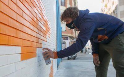 """La """"comunicació i les llengües"""", el nou mural del Serpis Urban Art Project a l'EOI de Gandia"""