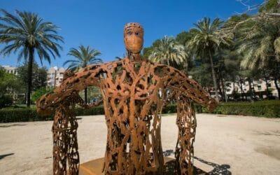 Gandia ret homenatge al personal sanitari de la ciutat amb l'escultura 'Esperança'